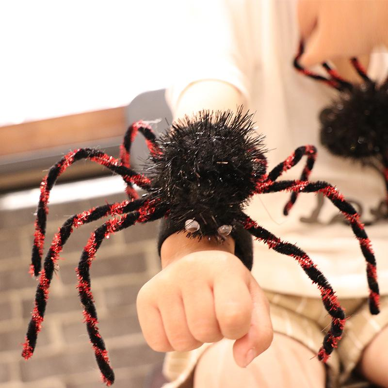 Halloween props spider Spider web haunted house bar decoration supplies ring brooch pin buckle toy