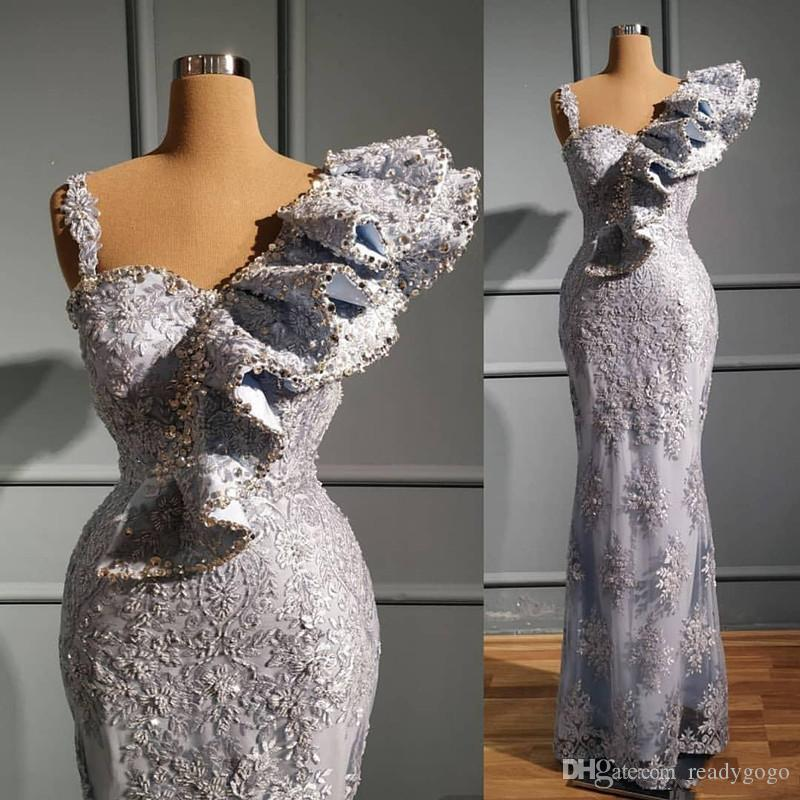 Aso Ebi 2020 Arabisch Luxurious reizvolle Nixe-Abend-Kleider wulstige Kristalle Spitze Silber Raffungen Abschlussball Festzug Empfang Kleid