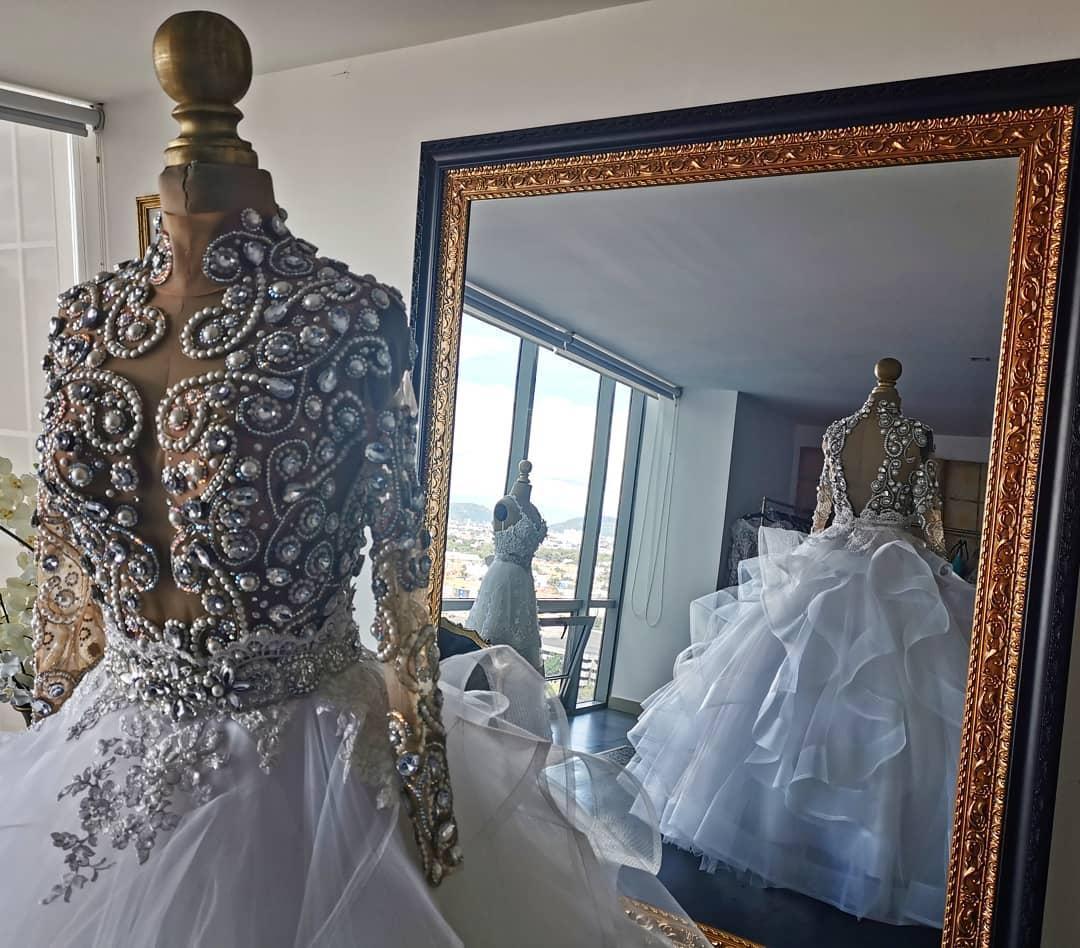Großhandel 15 Brautkleider Hoch Ansatz Spitze Kristallperlen Perlen A  Linie Land Hochzeit Kleid Fußboden Länge Lange Hülse Robes De Mariée Von