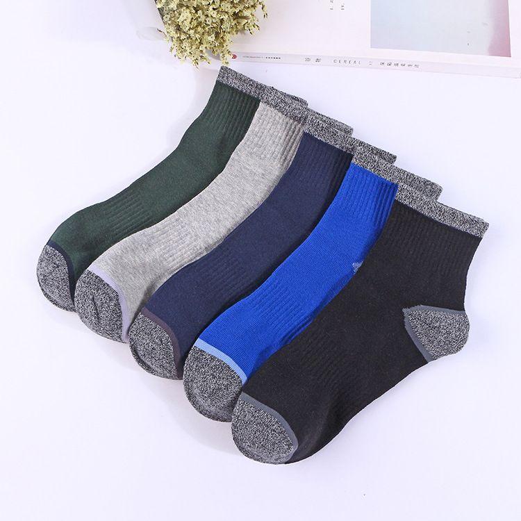 Herbst und Winter neue Baumwolle Herren Outdoor-Sport-Socken in der Röhre Herrensocken Basketball Socken Fabrik Direktverkauf