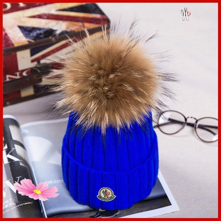 HOT 2019 겨울 니트 리얼 모피 모자 여성이 두꺼워 비니 15cm 실제 너구리 모피 기억할만한 소녀 모자를 따뜻하게 스냅 백 퐁퐁 비니 모자