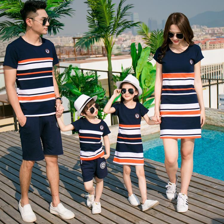 Familie passende Kleidung Mutter Tochter Kleider Sohn Outfits Baumwolle Casual Kurzhülse T-Shirt Familie Look Vater Baby Kleidung Y19051103