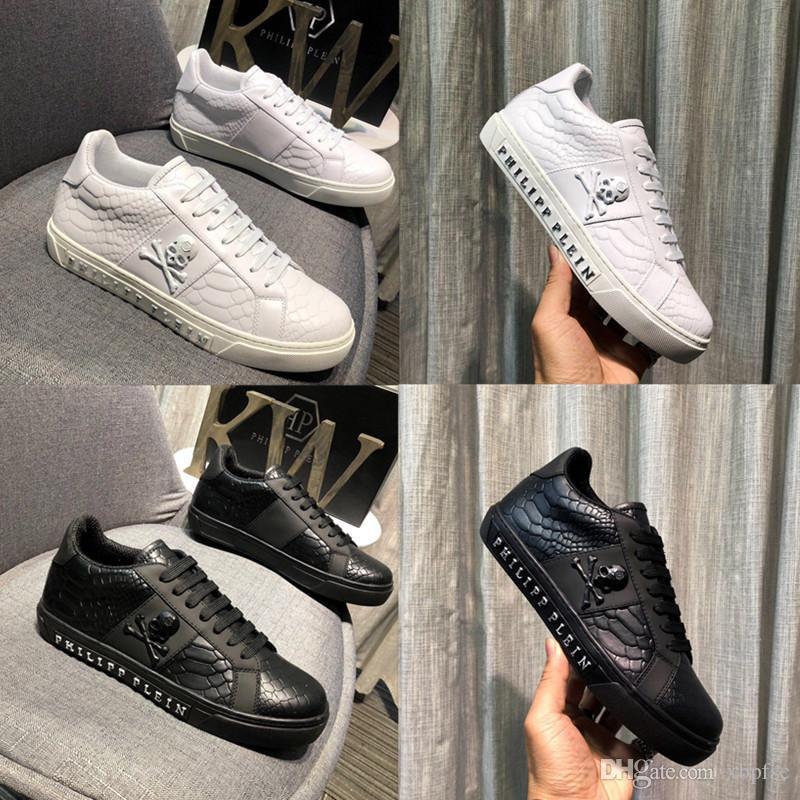 2019 مصمم أزياء رجالي عالية الجودة اللباس عارضة حزب متعطل أحذية Cowskin حذاء واحد زلة فاخرة بيضاء ، أحذية سوداء