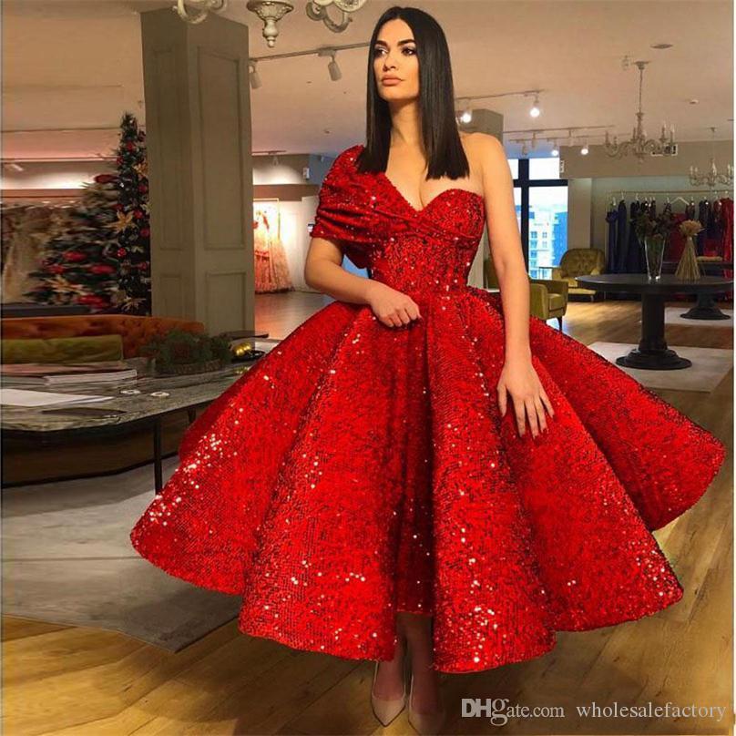 Riflettente una spalla Red Paillettes A dei vestiti da sera Linea 2020 increspato di lunghezza del tè partito convenzionale Prom Dresses vesti de soirée