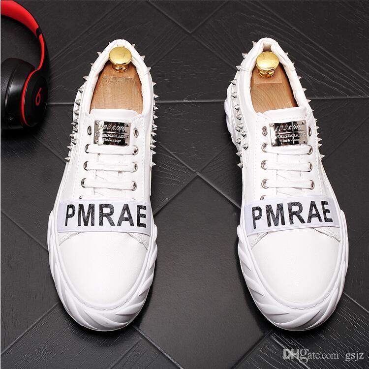 Designer di stile britannico Scarpe con tacco basso Stringate Rivetto bianco Uomo Sneakers sportive Mocassini casual in pelle di mucca Scarpe piatte da matrimonio J53