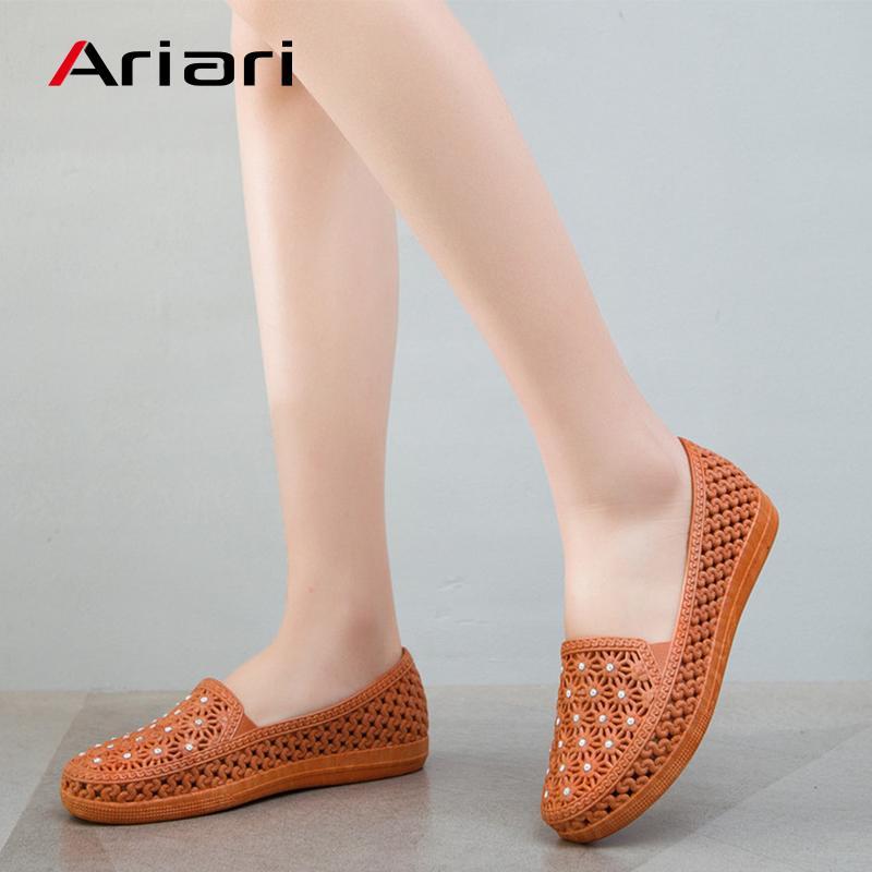 Sapatos Mulheres escavar Senhora da praia sandália deslizamento na sapata da mulher do verão Lazer Flats doce cor Bling Mulheres mocassins