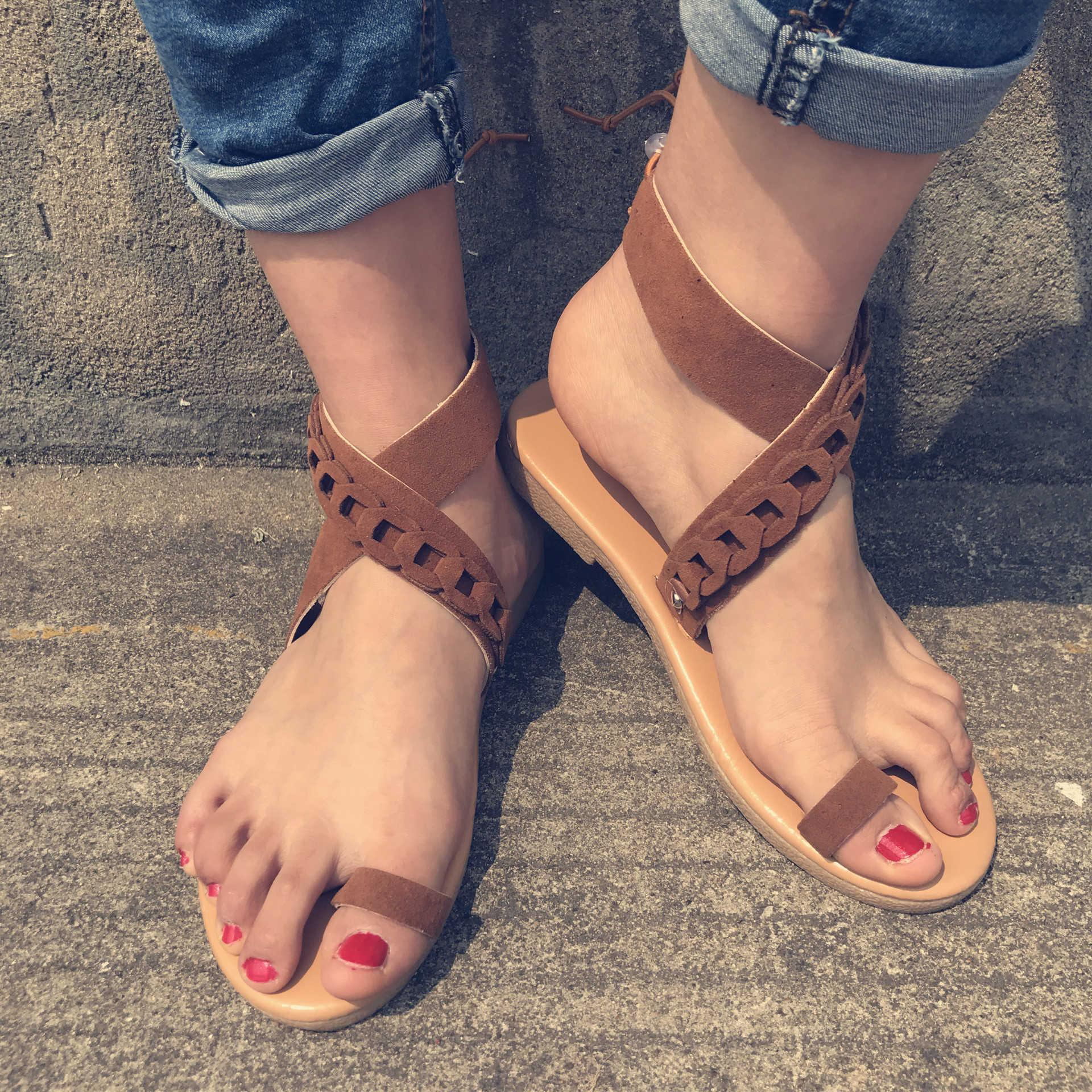 Overseas2019 Summer European Beach Flat Bottom Woman Cross Border Will One Buckle Bring Toe Sandals