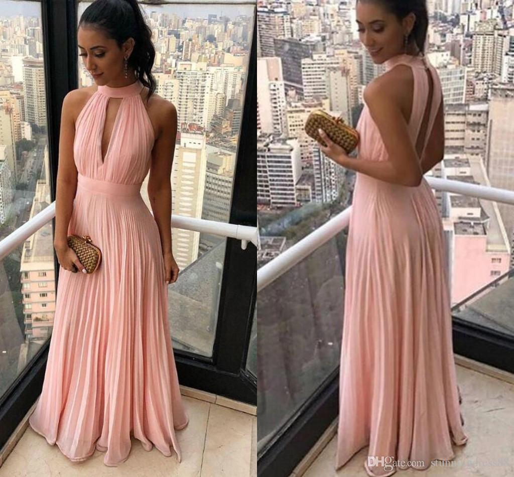 Элегантные розовые дешевые невесты выпускные платья высокого шеи Холтер шифон без спинки 2021 Ruched длинная свадьба гостевой вечернее вечернее платье