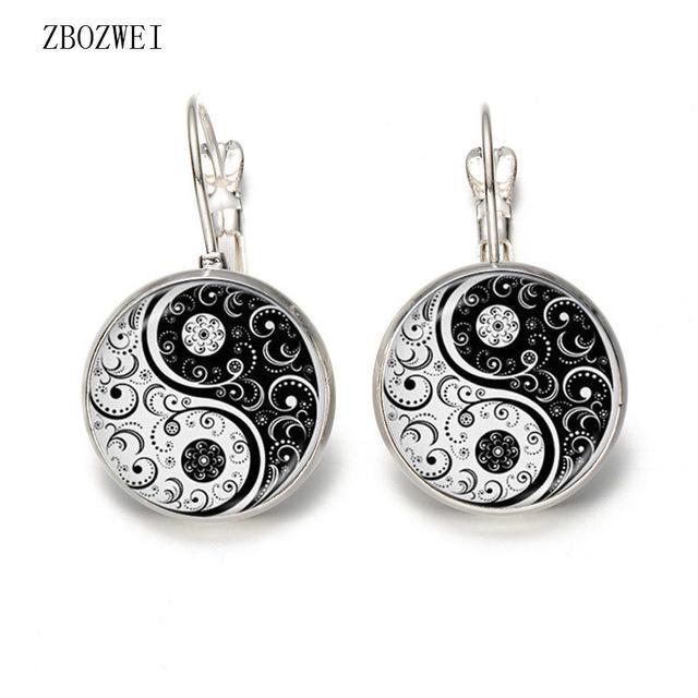 montão brincos calor! Vendidos vidro convexa Brincos Branco e preto Yin Yang Arte Imagem Studs Ear 2018 New jóia de prata jóias ...