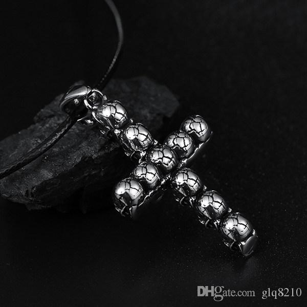 crâne Vintage Bible collier pendentif croix élégant en acier inoxydable de titane Jésus Collier femmes des hommes cadeaux de Noël Nouveau 20pcs / lot