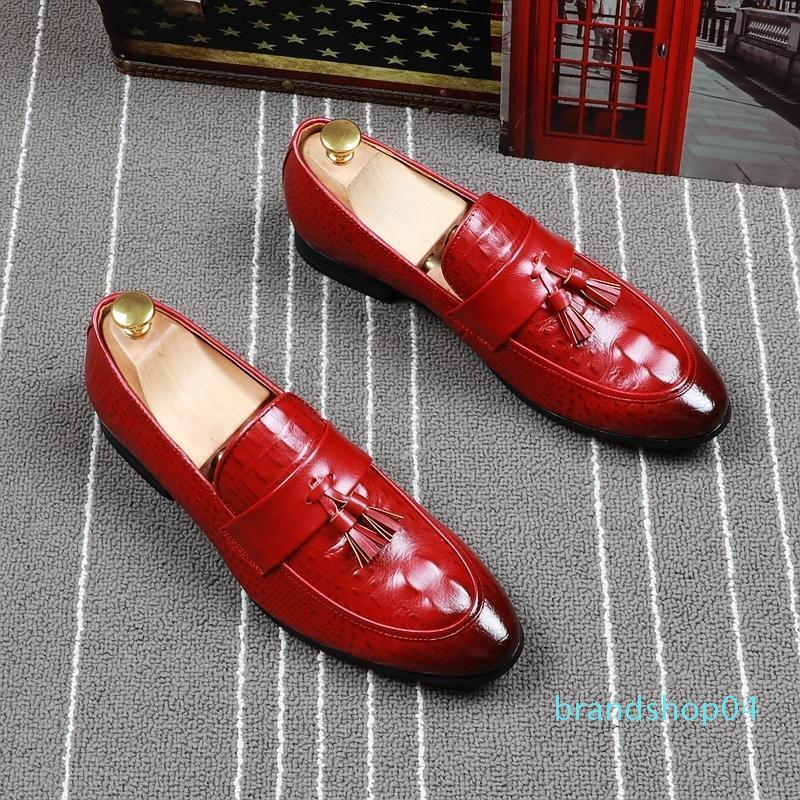 Fairy2019 Couro afiada Man sapatos vermelhos borlas pisar Loafer Ventilação dawdler Doug Inglaterra Tendência Masculino sapatos