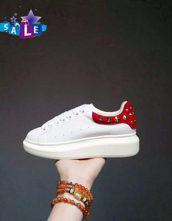 2020 zapatos de calidad superior de los hombres remaches de las mujeres planas de cuero genuino MQ blanca pareja ocasional zapatillas de deporte Tamaño 35-46 AM09
