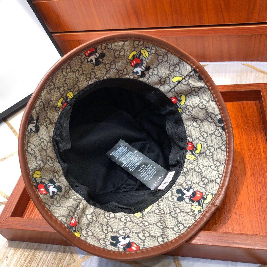 Diseñador de lujo del sombrero del cubo Negro y negro Pareja Cap sombreros al por mayor del verano del resorte de la sombrilla Nueva Sombreros Hombres Mujeres de los pescadores