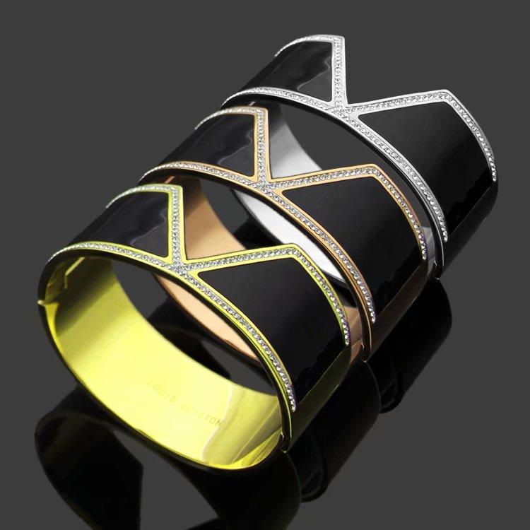 Fashion Hot Sale Lady Titanium Steel Black Enamel With Diamond Carved V Letter 18k Gold Plated Wide Bracelet Bangle 3 Color (1Pcs)