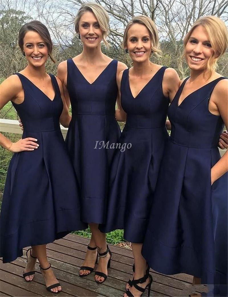 Marineblau Tee Länge Brautjungfernkleider mit V-Ausschnitt Ärmel Lace-Up Zurück Somple Günstige Maid Of Honor-Kleidern mit Taschen Custpmized