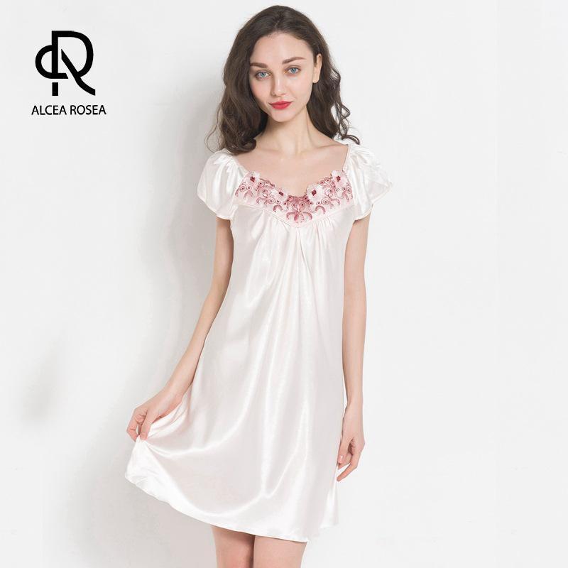 Alcea Rosea Mulheres Moda Nightdress como cetim de seda Lingeries Nightwear macio manga curta Pijamas 2018 Com Lace AR465