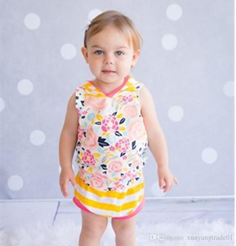 Vêtements enfants filles bébé manches 2PCS Floral T-shirts de sport à capuche rayé Triangle Pantalons Costumes Vêtements décontractés enfants 70-100cm DC1205