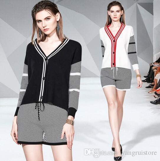 V-образным вырезом свободно вязаный свитер пальто плед шорты двухсектурных костюмов