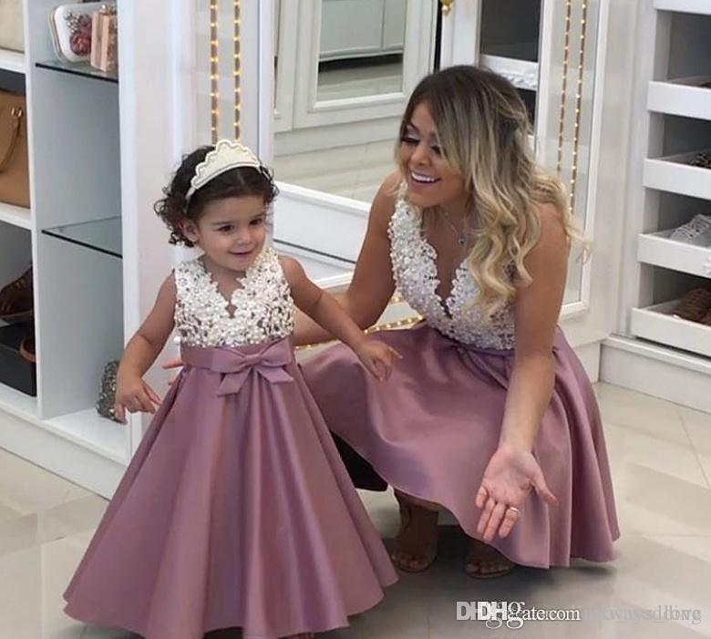2019 Princess Cheap Lovely Cute Flower Girl Dresses Satin Mother and Daughter Toddler Long Pretty Kids First Holy Communion Dress