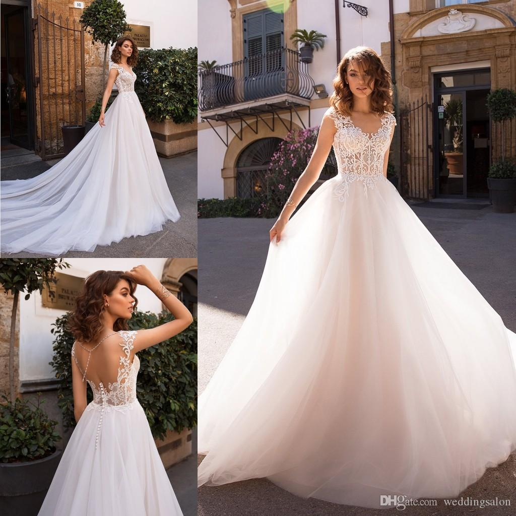 Arbeiten Sie Spitze Backless Brautkleider V-Ausschnitt Brautkleider A-Linie Tüll Sweep Zug robe de mariée