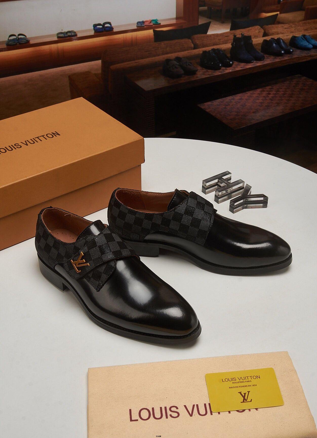 2017 Nouveau Printemps Hommes Chaussures Homme En Cuir Verni Hommes Robe Appartements À Bout Pointu Robe Formelle Glissez Sur Les Chaussures De Mariage Homme