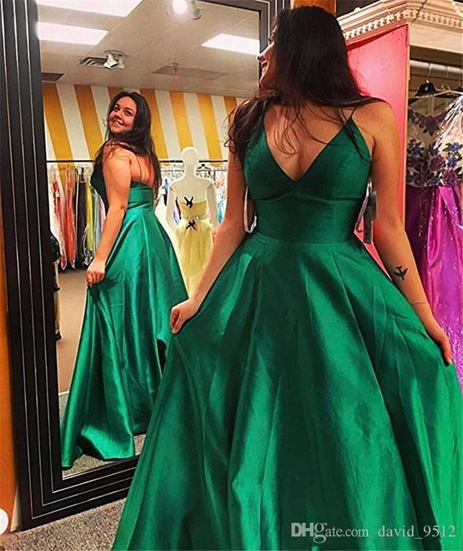 2019 Una línea de cuello en V vestidos de noche de raso hasta el suelo sin mangas con volantes Vestidos de baile Vestido de fiesta formal largo y sencillo 59