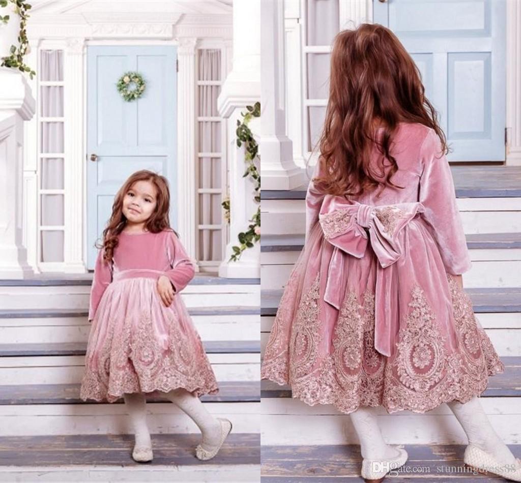 Düğün Altın Dantel Aplike Büyük Yaylar Uzun Kollu Tasarım ilk komünyonu Elbise için 2020 Moda Tozlu Gül Kadife Çiçek Kız Elbise