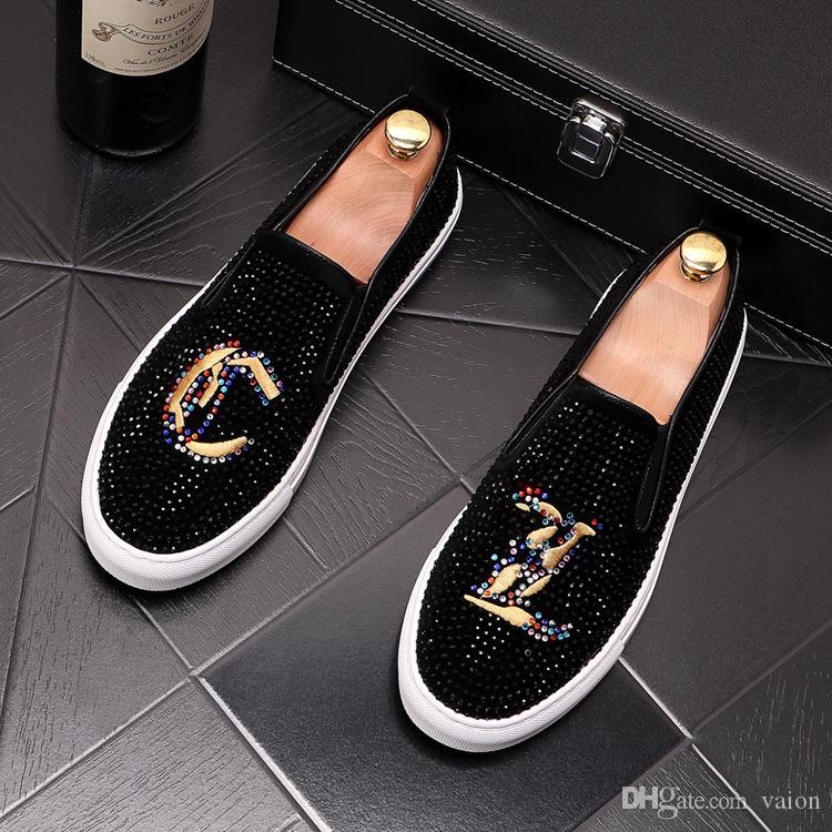 2020 hombres de diseño de lujo diamantes de imitación causal de los holgazanes de los zapatos de plataforma plana bordo del punk Mocasines hombre de Hip-hop para Celebrity Web