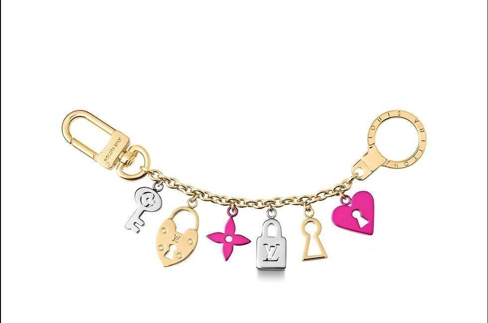 M67437 LOCK HEART KEYS CHAIN KEYCHAIN Holders More Leather Bracelets Chromatic BAG Charm AND Key Holder Scarves Belts