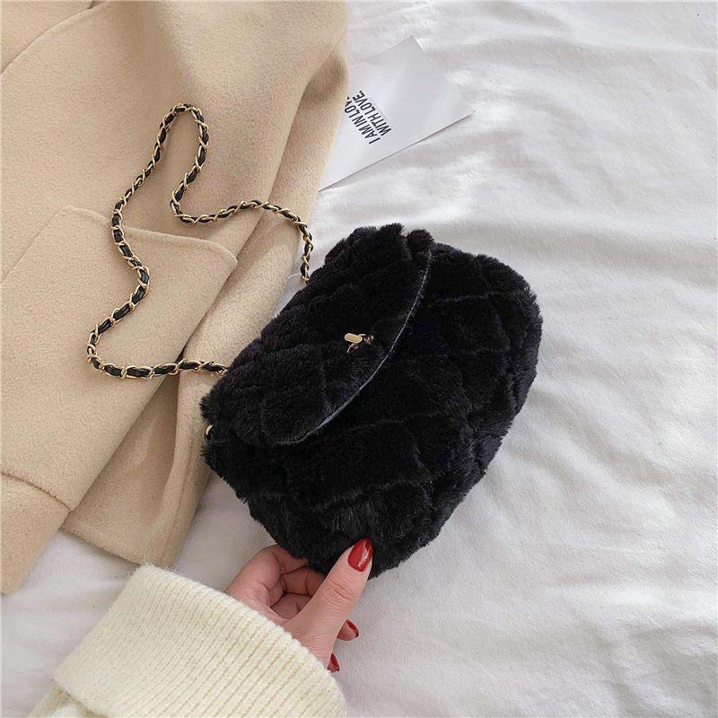 Moda Plush Cadeia Mulheres Bolsas de Ombro Designer Doce Feminino Crossbody Bolsas de Luxo Fur Crossbody Bag pequena aba Lady Purse 2020