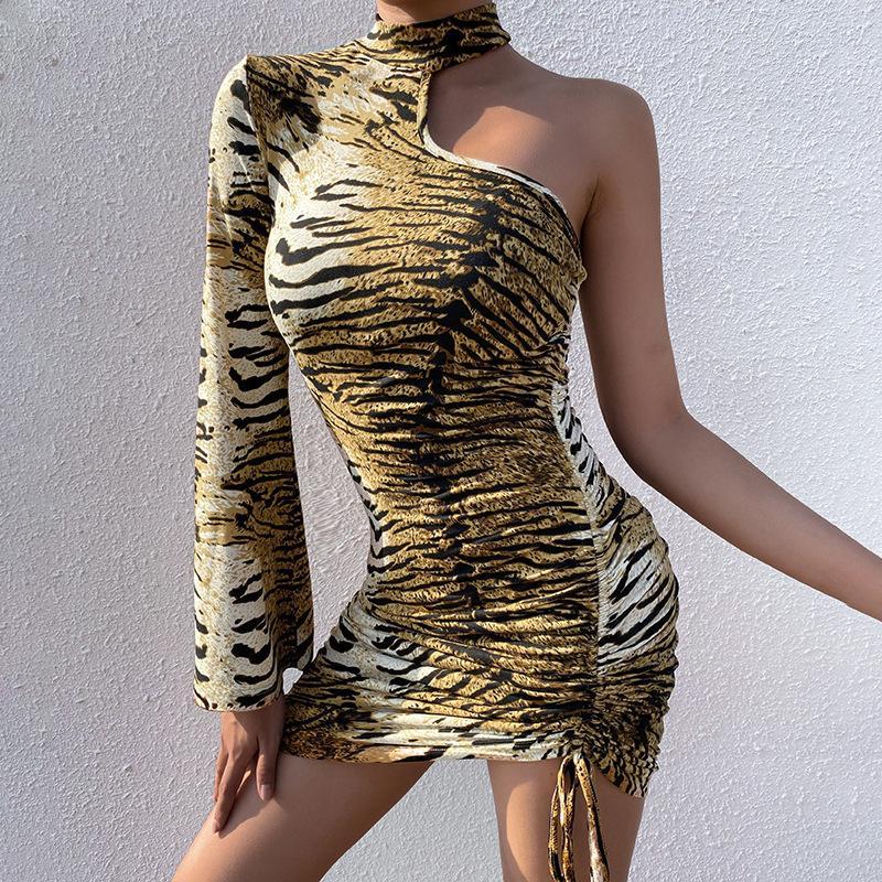 새로운 호랑이 패턴 남여 소매 졸라 매는 끈 드레스 여성 한 어깨 패션 플레어 소매 캐주얼 섹시한 슬림 패키지 엉덩이 스커트
