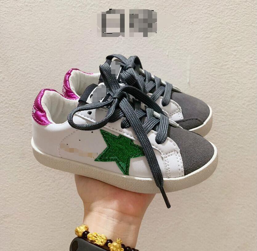 Yüksek Kaliteli Çocuk Tasarımcı Sneakers Kızlar Lüks Boys Kaykay Aktif Marka Deri Ayakkabı 24-35 EUR'dur Düz Ayakkabı baskı