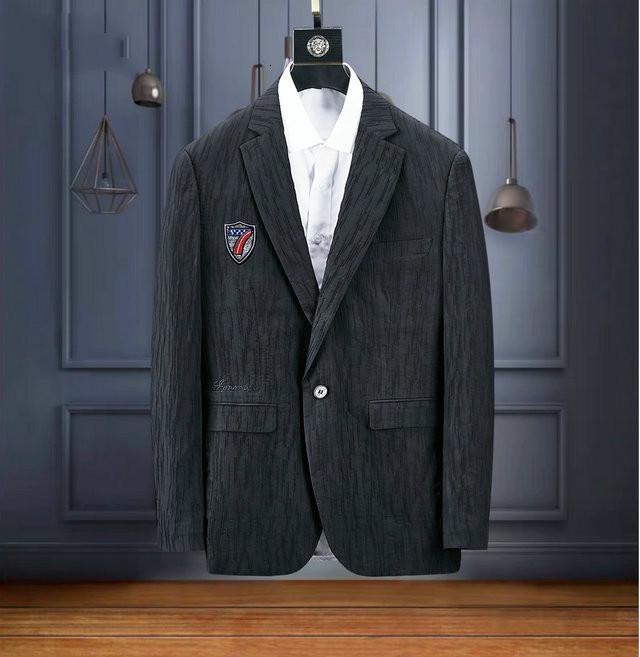 يناسب الرجالالأزياء والشتاء بدلات صغيرة ، وسترة سوداء الأعمال وحيد الصدر ، ومزاجه والكرم
