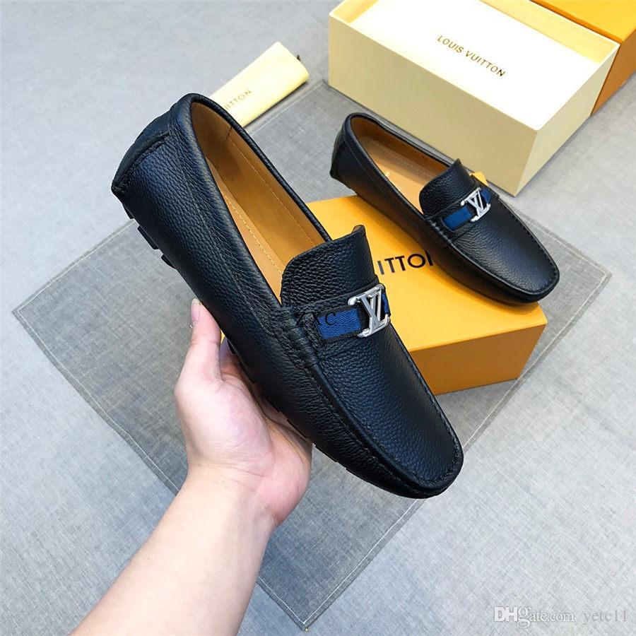 2019 Homens de couro dos preguiçosos Designers luxo genuínos Deslizamento-em sapatas dos homens de preto italianos Marcas Traje preguiçosos mocassins dos homens