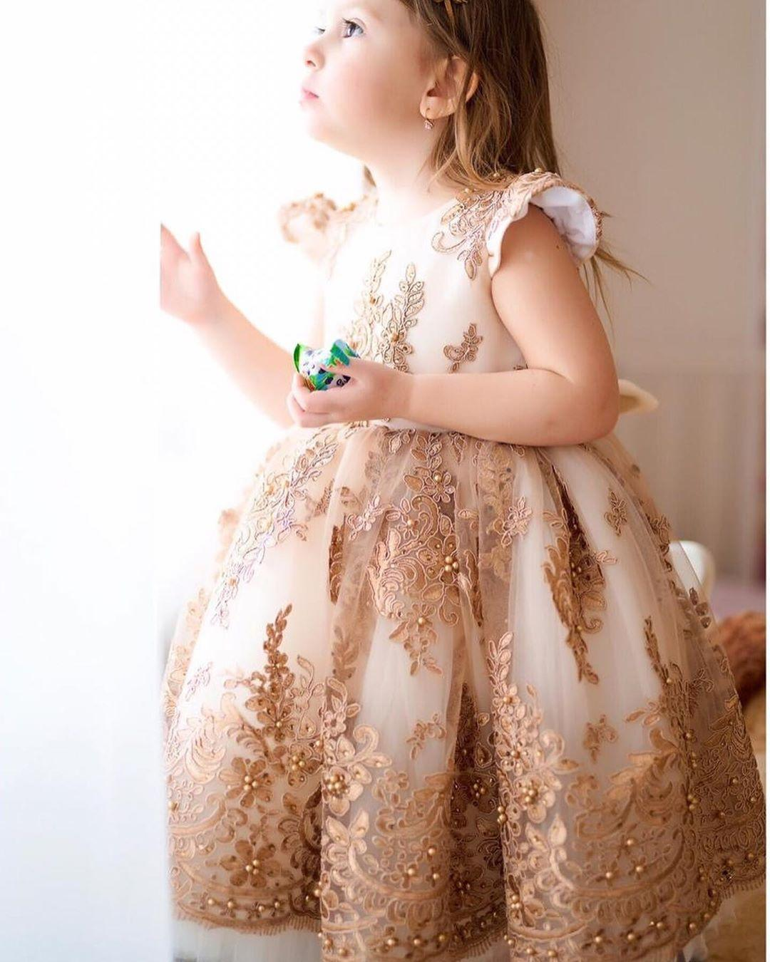 2020 Gold Lace Beaded Flower Girl Dresse Tea Length Ball Gown Little Girl Wedding Dresses Cheap Communion Pageant Dresses Gowns F311