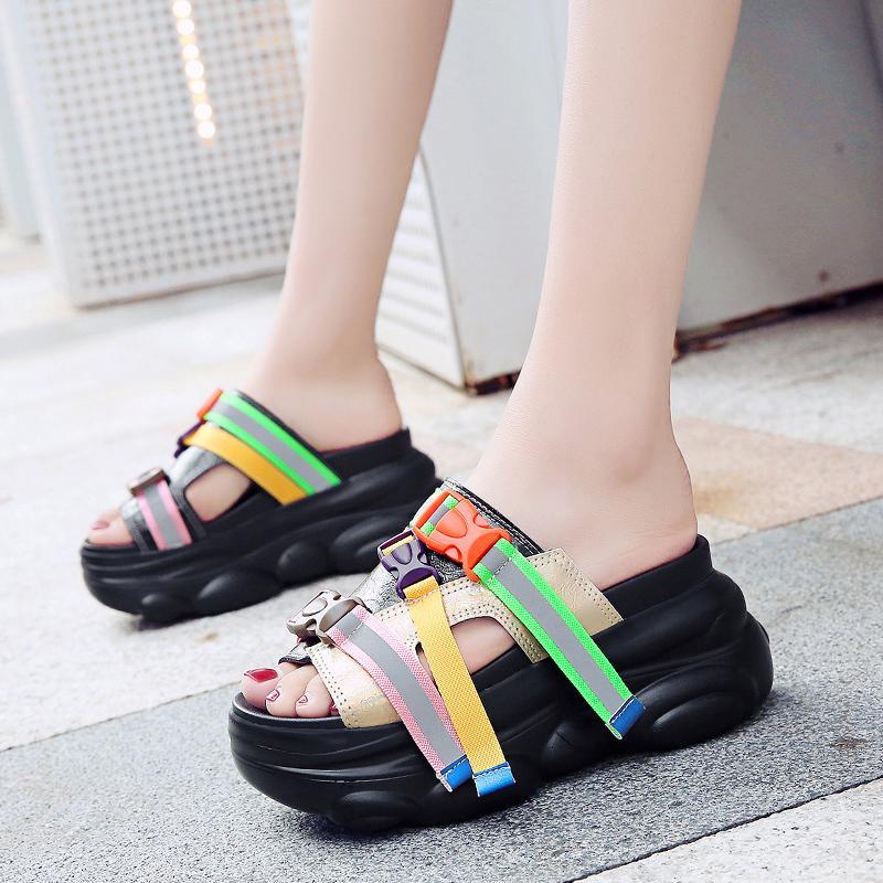 2020 Nuova Estate 9 centimetri / 3,5 pollici di altezza diapositive delle donne di moda Scarpe fondo spesso pantofole all'aperto pattini svegli Donna Estate Casual