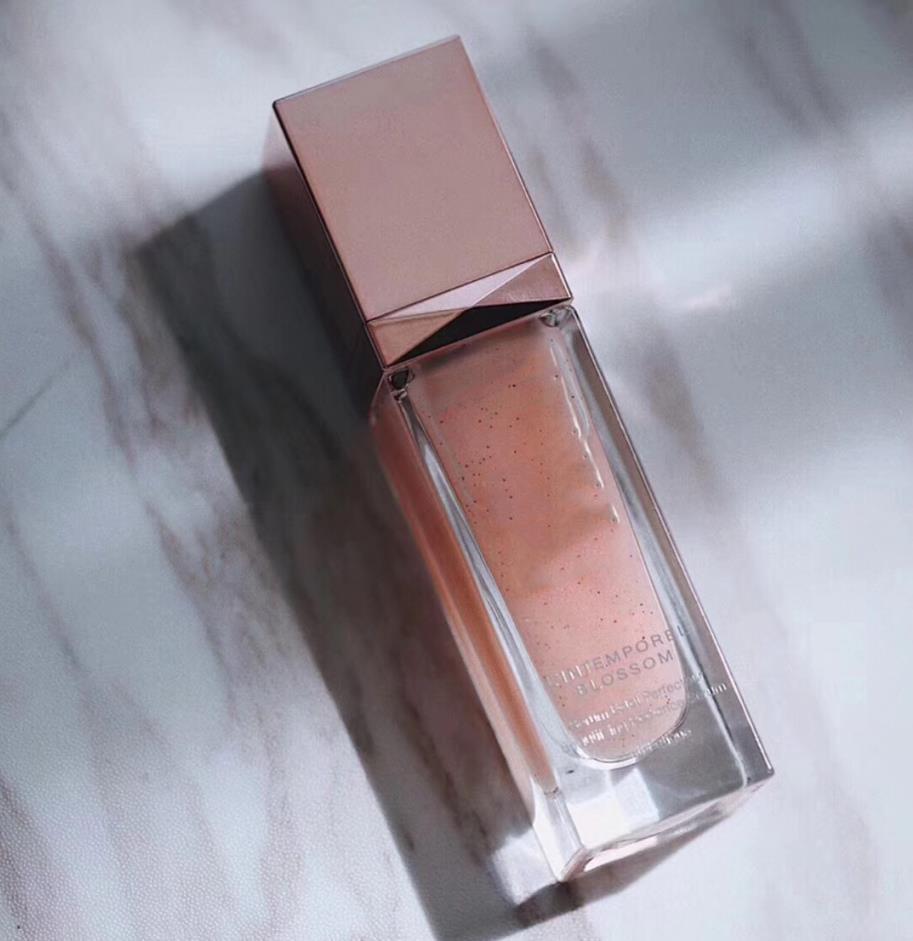 Nuovo L'Intemporel Blossom Beautifying Radiance Siero 30ml / 1oz idratante Essenza Essence Liquid Skin Care Care Lotion Lotion.