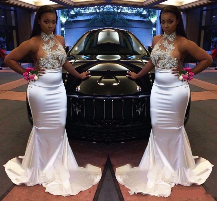 Abiti Mermaid moderna Black Girls Prom allacciato al collo puro Top Appliques paillettes lungo del partito da sera in raso abiti Abiti su ordine