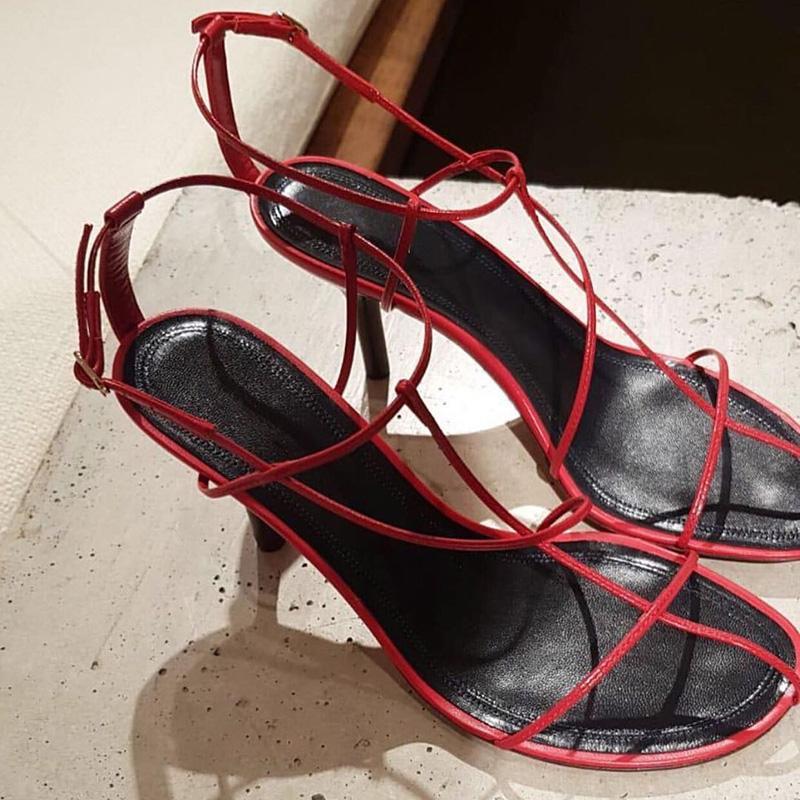 2019 Narrow pelle scarpe tacco alto design gladiatore sandali della donna Open Toe Nero Rosso Bianco Sexy Party scarpe da donna