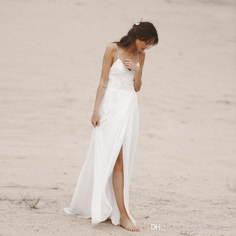 Correas espaguetis Vestidos de novia de gasa de playa 2019 Funda Dividida Frente Vestidos de novia Vestidos de boda bohemios de espalda baja baratos