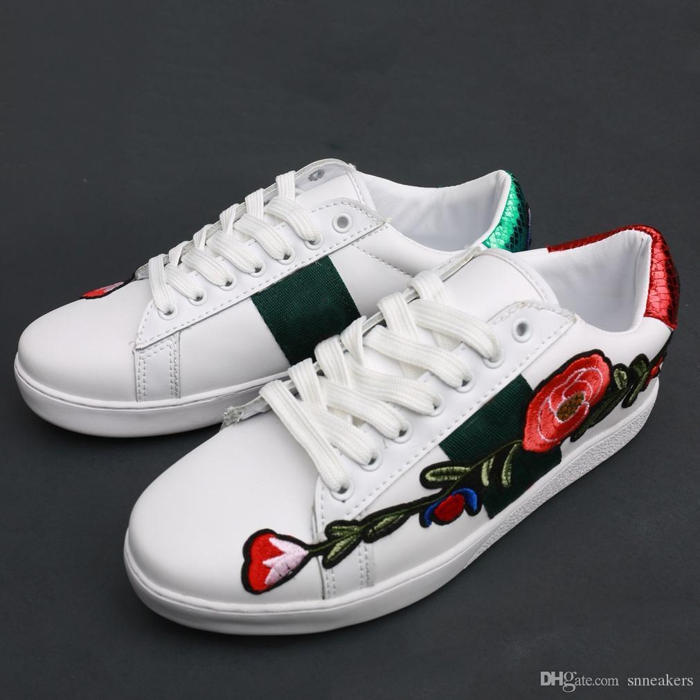 Gucci Ace Crystal Embellished gucci women  أعلى جودة النحل مطرز مصمم أحذية رجل إمرأة ACE جلد طبيعي مصمم أحذية الرجال أحذية بيضاء عارضة
