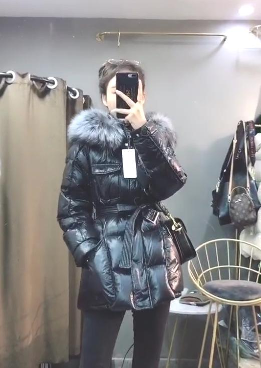 2020 Große schwarze Pelzkragen Glänzende Daunenjacke Baumwolle 2XL Länge Mantel Herbst Winter Jacket Women Elegan Oberbekleidung femme Parka