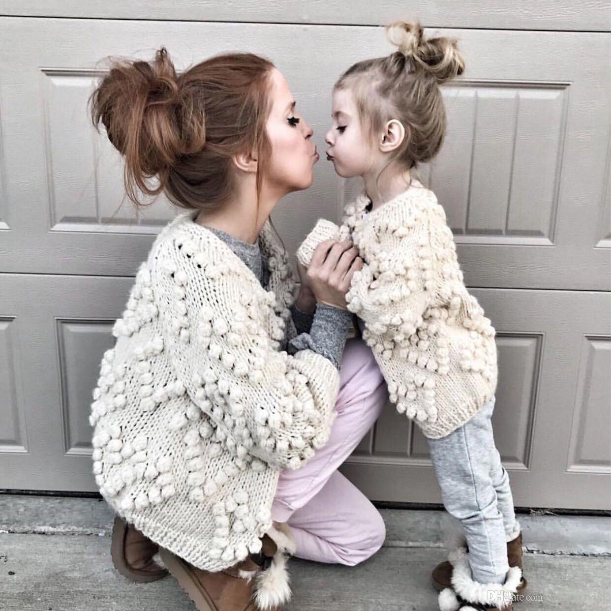 Çocuklar Hırka Kızlar Aşk Kalp Ponpons Aplike Prenses Dış Giyim Çocuk Örgü Kazak Anne ve Kızı Eşleştirme Kıyafetler J1069
