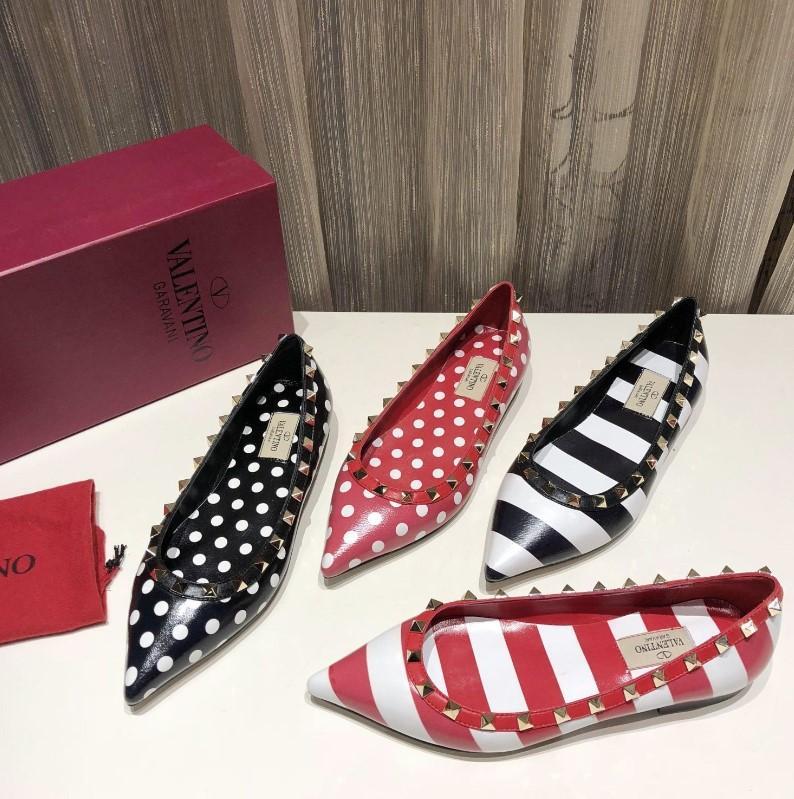 Hot New Femmes DesignerLuxury Lady Flattie Chaussures Nu Pointu Brandshoes Toes sandales de plage Tempérament Noble robe de mariée Chaussures 2022702Q