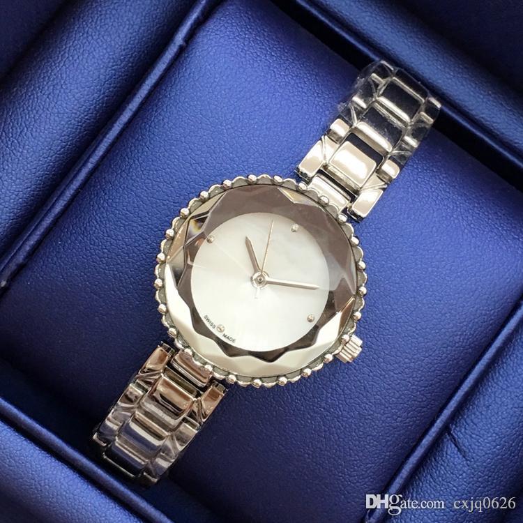 Sıcak satmak Lüks Kadınlar Saatler Elbise İzle Çelik Bilezik Zinciri Klasik Kuvars Bileklik Püsküller tarzı bilezik İzle Takı İyi hediye tokası