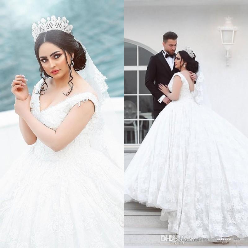 Robe de mariée arabe moderne robe v-cou sans manches en dentelle Appliques longue chapelle train plus la taille robes de mariée robe de mariée