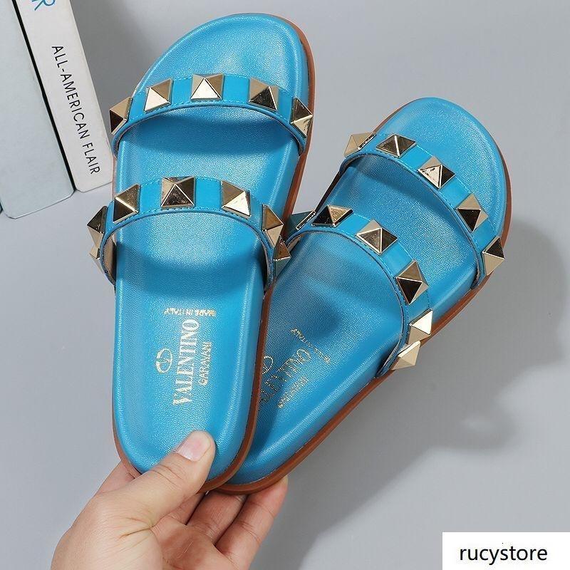 Newst Frauen Sandalen Designer gBrand Leder Sandalen Outdoor-Flip-Flops Mode Strand Sandalen flache Ferse Hausschuhe beiläufige Frauen Schuhe