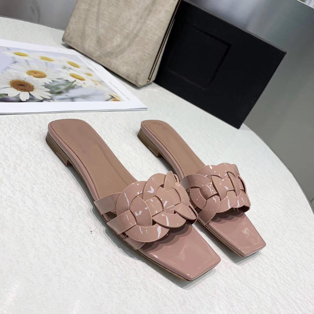 여성 질감의 고급 샌들 패션 여름 클래식 플랫 비치 샌들 단색 리벳 # CFY2002272 신발