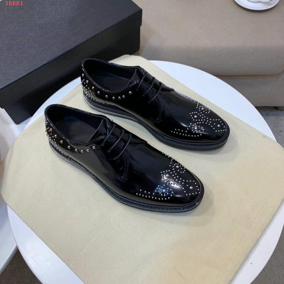 Erkekler Için 2019 Moda Rahat Resmi Ayakkabı Siyah Hakiki Deri Metal Çiviler Düğün Ayakkabı Bussiness Ofis Erkek Çivili Loafer'lar