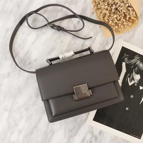 World Tour Female Designer Luxury Lady Slung Classic Fashion Personality Portable Personality Female Bag Shoulder Bag 22 16 9cm Messenger Bags Crossbody Bags From Topbags01 109 76 Dhgate Com